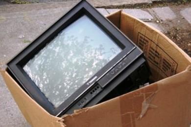 vecchio-televisore-gettato